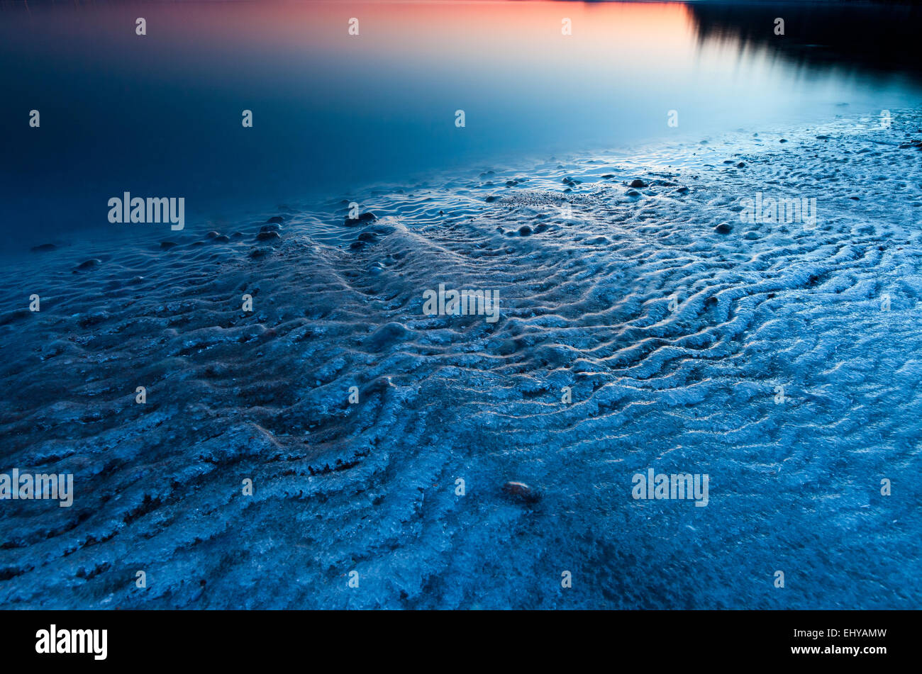 Kalte Winter Abend am Strand von Backofen in Råde Kommune,, Østfold fylke Rogaland, Norwegen. Stockfoto