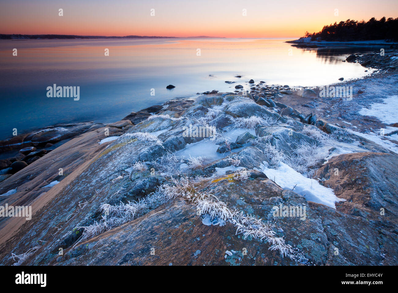 Winter Abend durch den Oslofjord am Ofen in Råde Kommune,, Østfold fylke Rogaland, Norwegen. Stockfoto