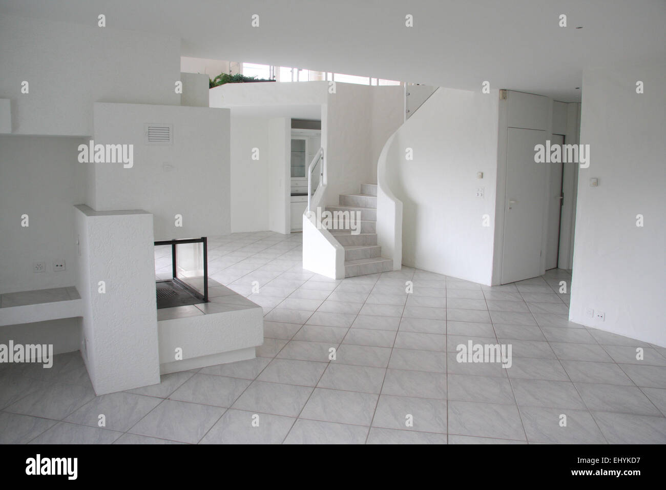 schweiz haus wohnung einfamilienhaus luxuri s innen leer zimmer schornstein kamin. Black Bedroom Furniture Sets. Home Design Ideas
