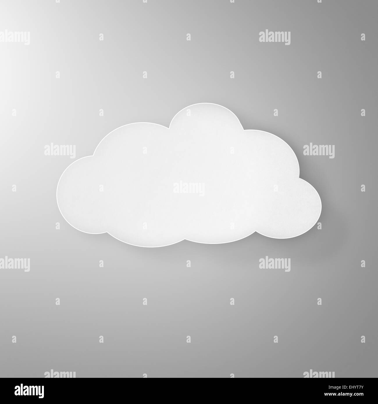 Modernes weißes Papier Wolkensymbol mit Schatten auf einem grauen Hintergrund, der Cloud-computing, Wetter Stockbild