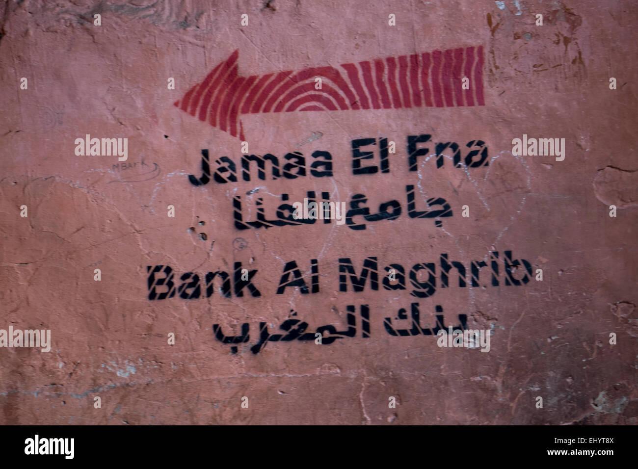 Melden Sie sich an Englisch und Arabisch, Medina, alte Stadt, Marrakesch, Marokko, Nordafrika Stockbild
