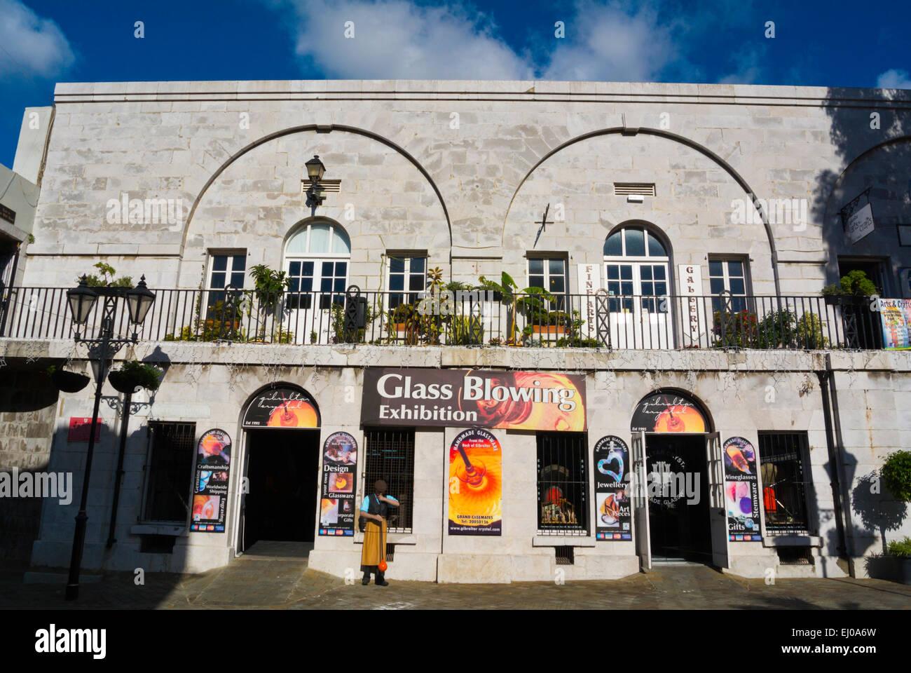 Glas bläst, Ausstellung und Schmuckgeschäft, lokale Glaswaren, Grand Kasematten Square, Gibraltar, Europa Stockbild