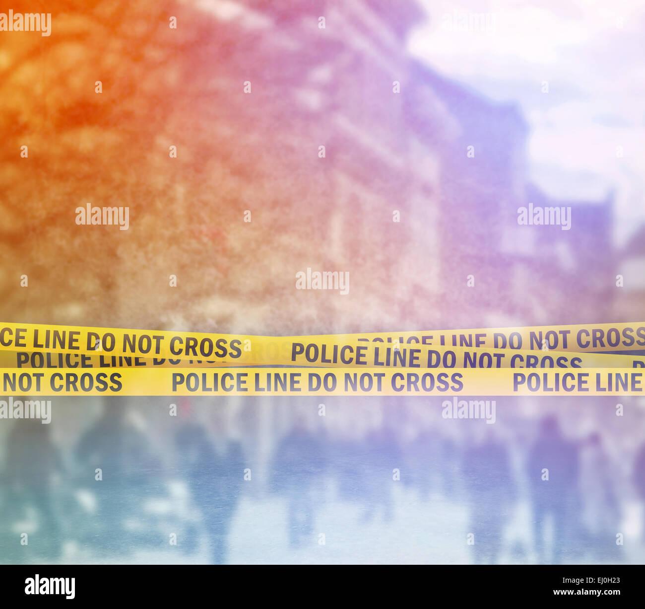 Polizeiabsperrung kreuzen nicht gelben Stirnband Band, Tatort auf der Straße Stockbild