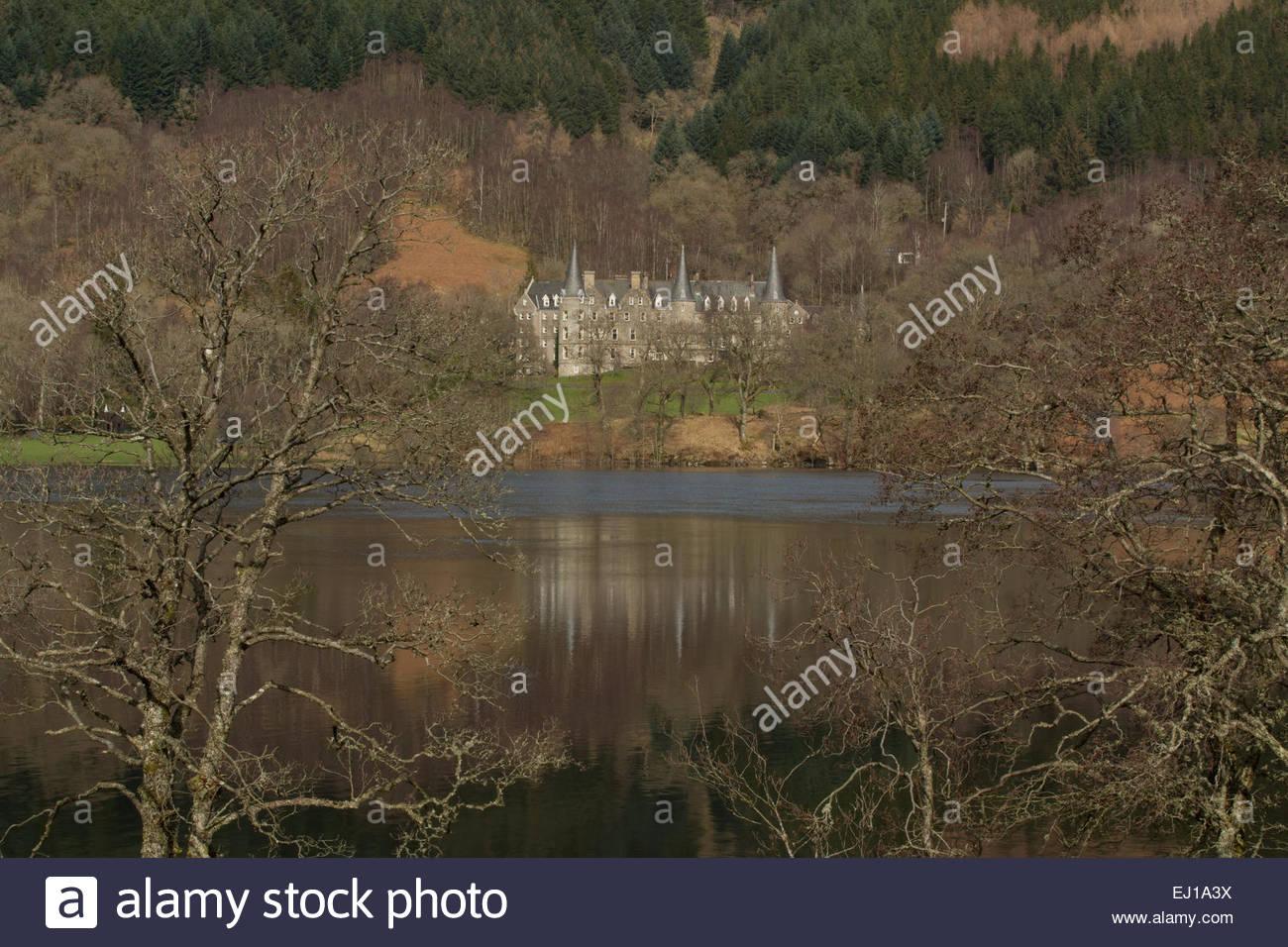 LOCH ACHRAY, LOCH LOMOND & THE TROSSACHS NATIONAL PARK, STIRLINGSHIRE, Schottland: Tigh Mor Trossachs Urlaub Stockbild