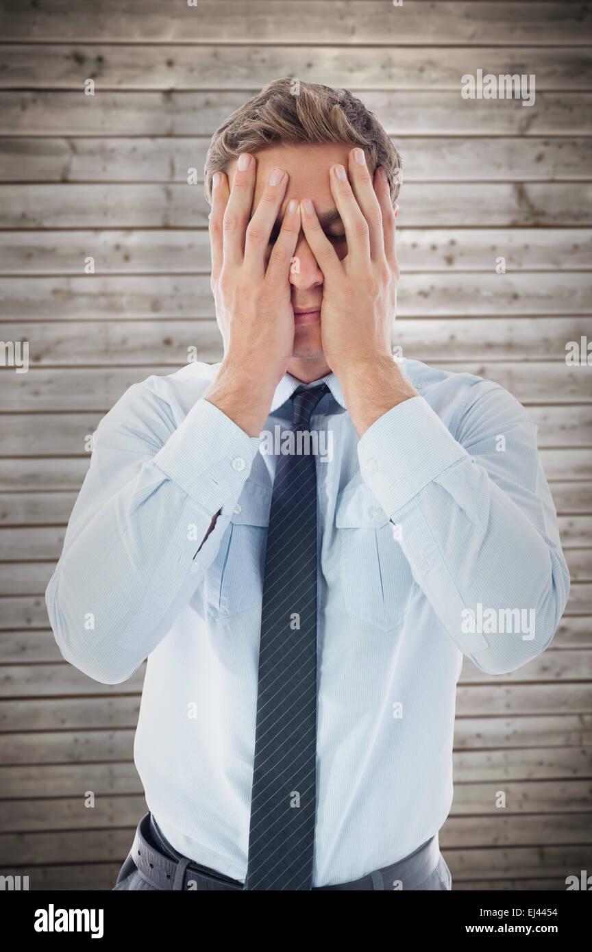 Zusammengesetztes Bild der Geschäftsmann mit Kopfschmerzen Stockbild