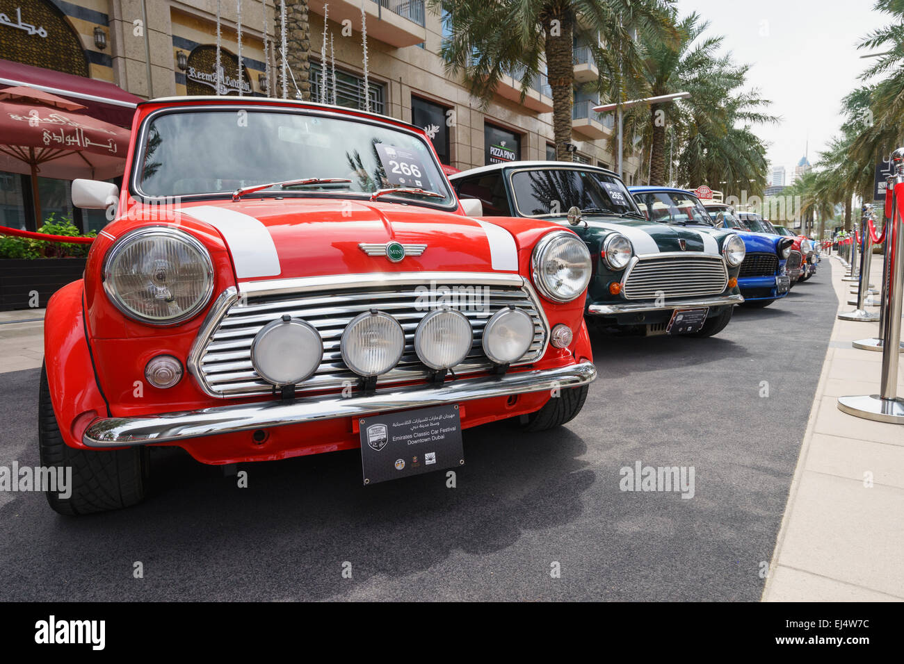 Mini-Oldtimer auf dem Display auf dem Emirates Classic Car Festival März 2015 in Downtown District von Dubai Stockbild