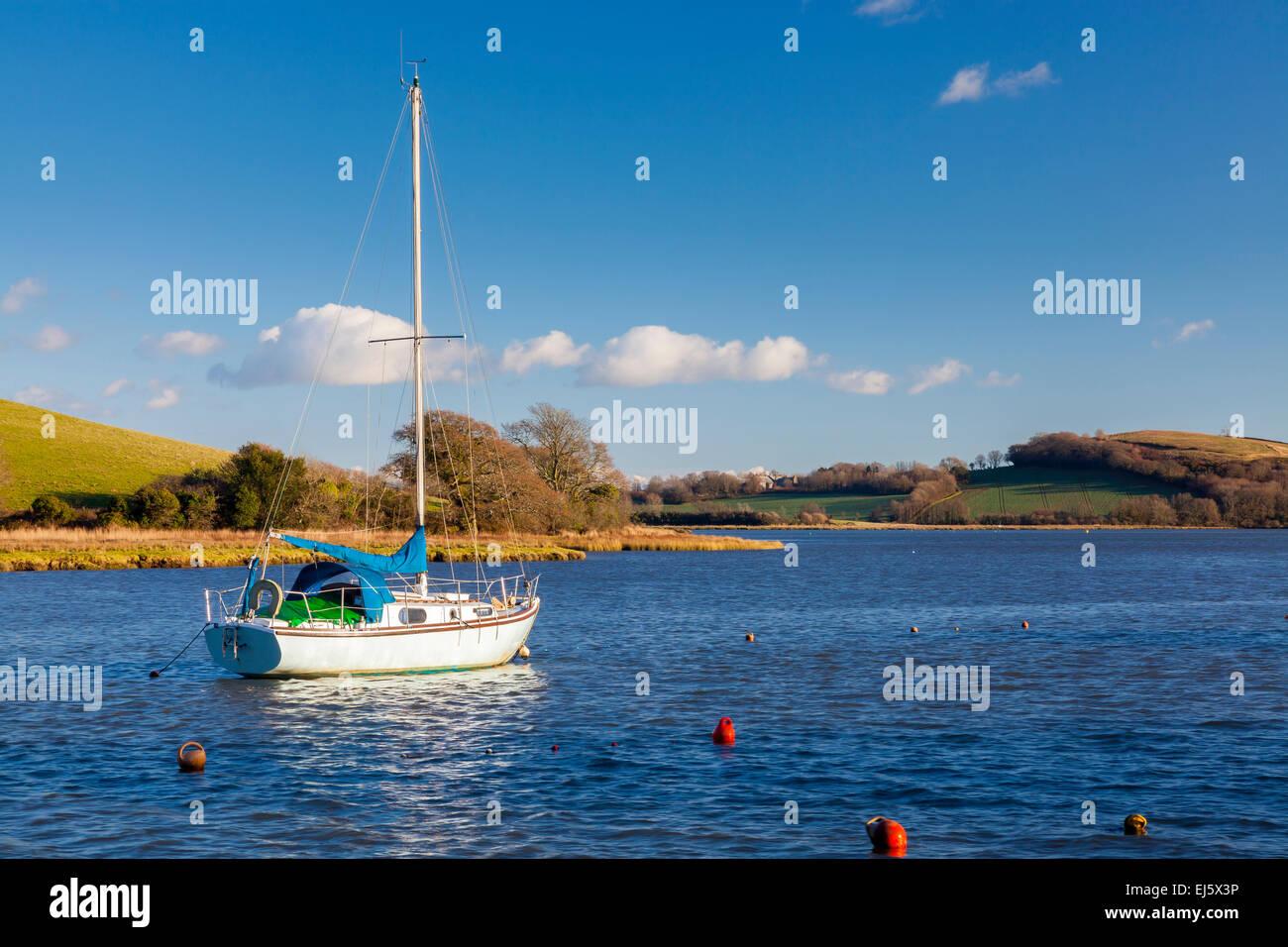Yacht vor Anker aus dem Kai am St deutschen Cornwall England UK Europa Stockbild