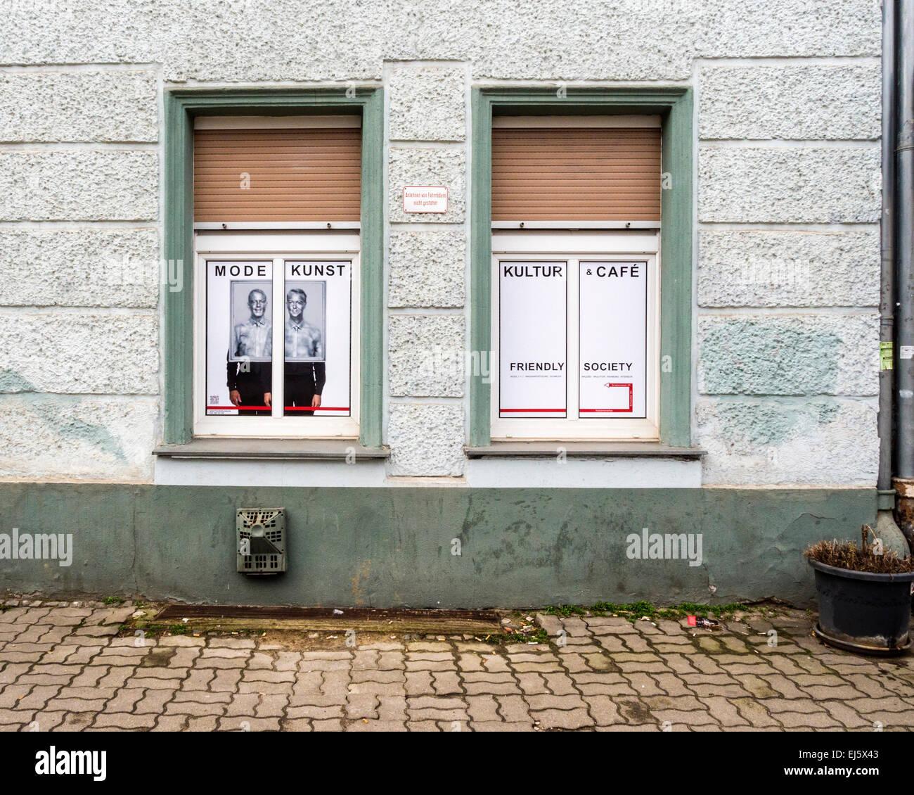 Kultur-Café, Mode, Kunst, äußere des Kultur-Cafe in Berlin-Mitte Stockbild