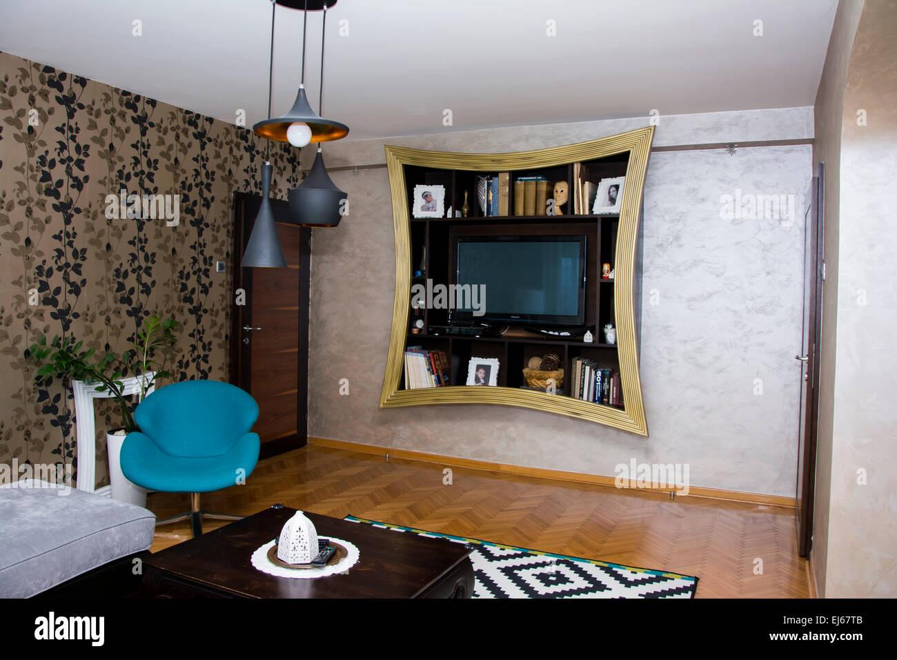 Exzentrisches Design für Wohnzimmer Interieur mit blauen, schwarzen ...