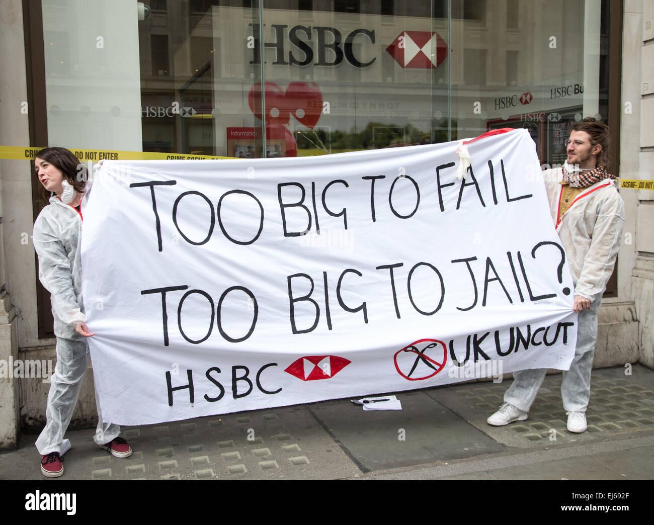 UK Uncut Demonstration bei HSBC Regent Street gegen die Banken Steuervermeidung fragt George Osbourne zu machen, Stockbild