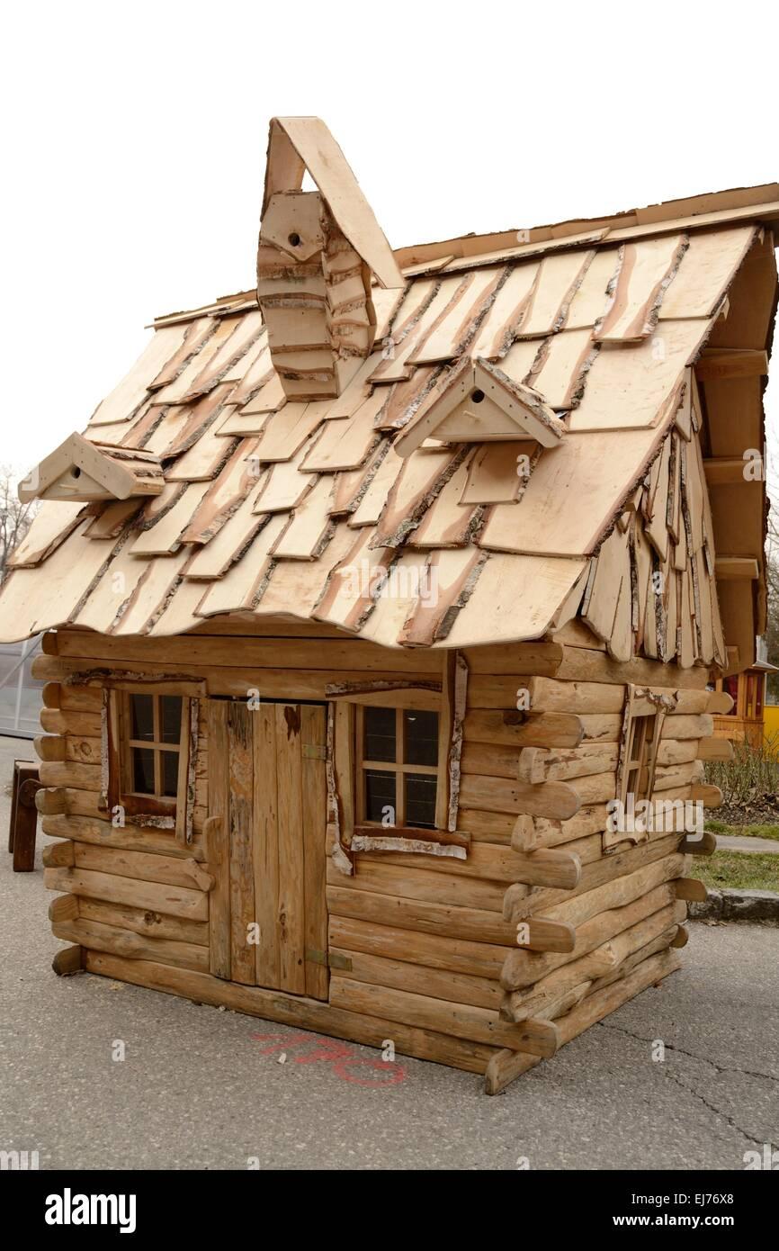 Kleines Holzhaus Stockfoto Bild 80064384 Alamy