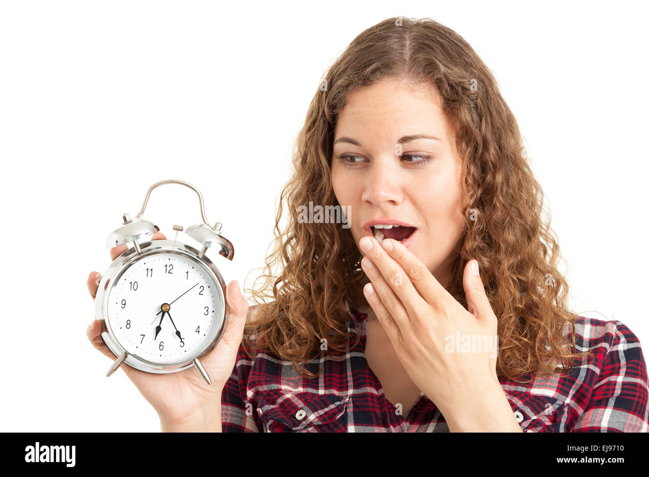 Müde Frau mit Wecker Stockfoto