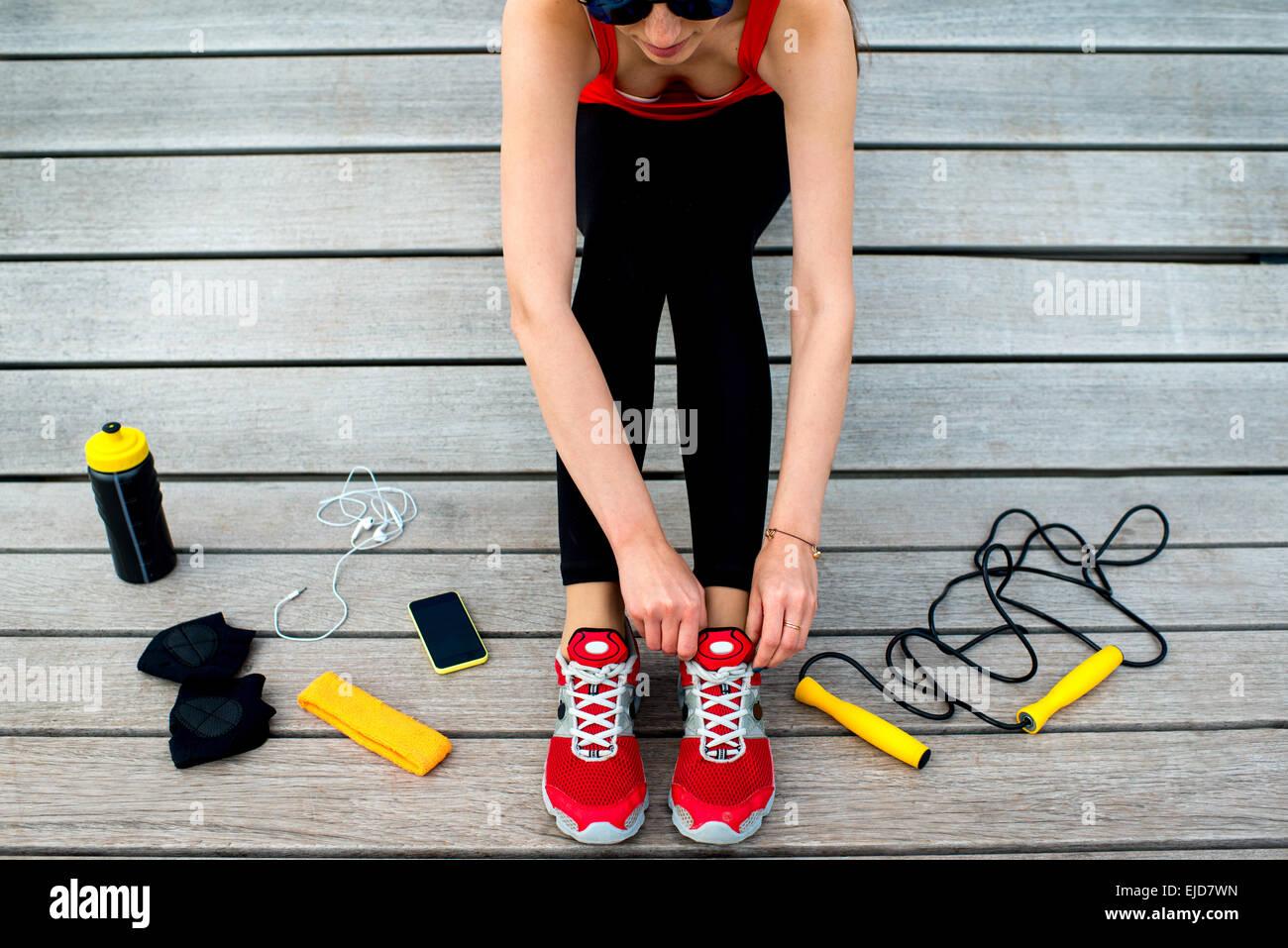 Sport-Frau auf der Sonnenbank Stockbild