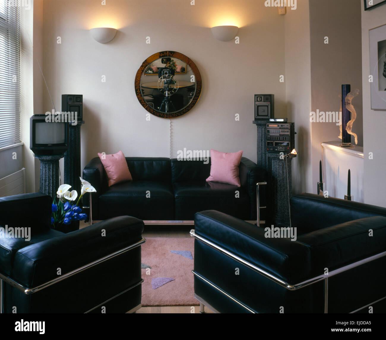 Schwarz Leder Chrom Stuhlen Und Sofa Im Wohnzimmer Mit Vintage