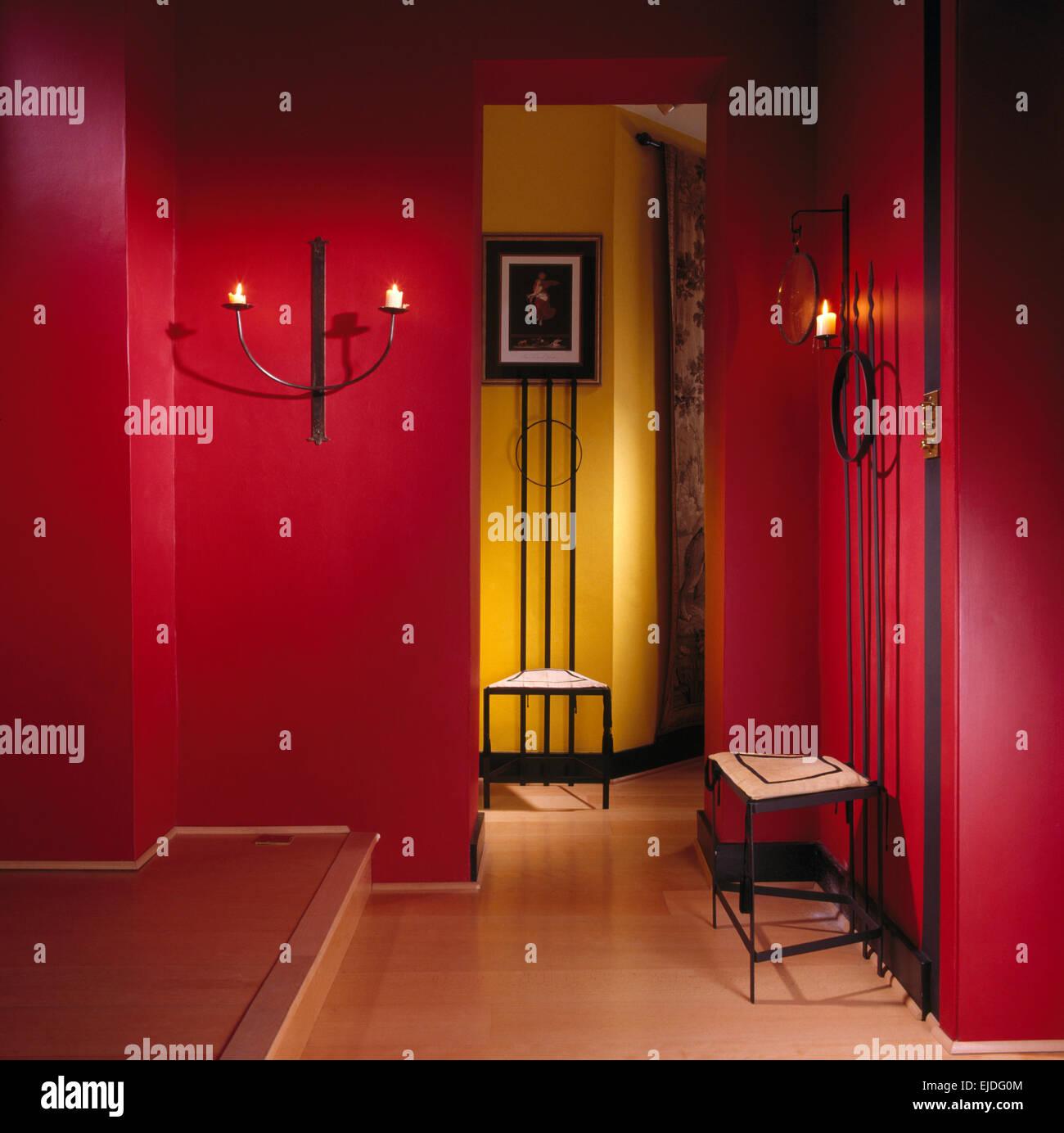 Farbduo An Der Wand Rot Und Grau: Interiors Town Halls Domestic Stockfotos & Interiors Town