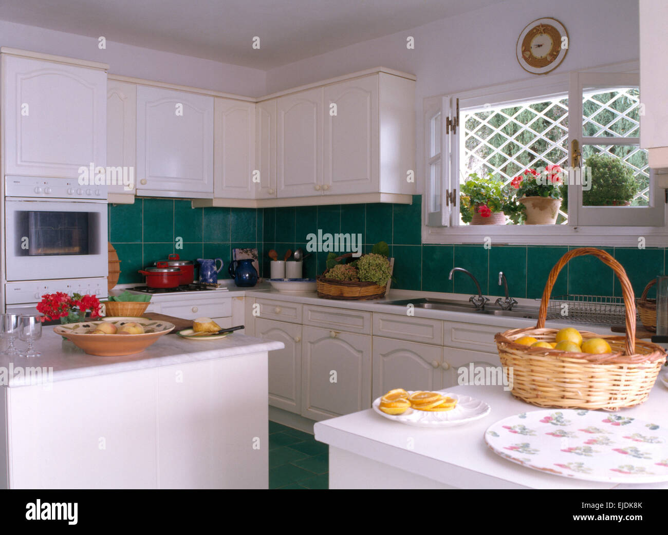 Interiors Traditional Green Kitchens Stockfotos & Interiors ...