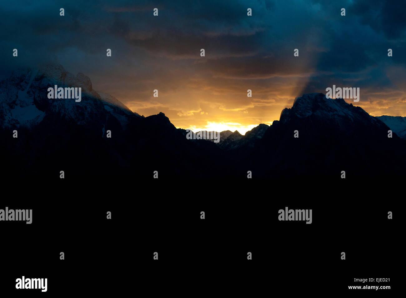 Sonnenuntergang hinter Teton Mountains in Grand Teton Nationalpark Stockbild