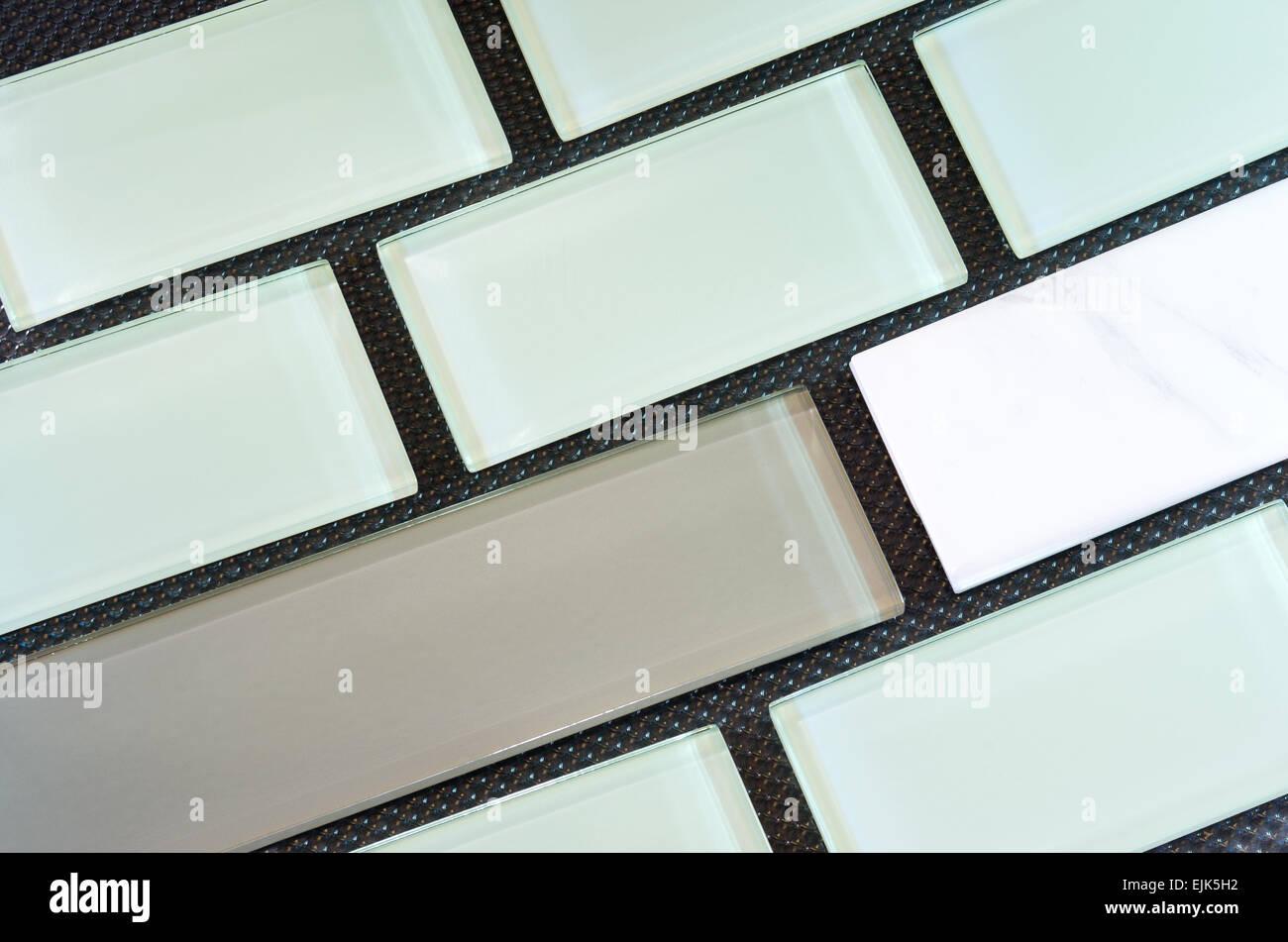 Grün Weiß Und Taupe Farbige Glas Und Porzellan U Bahn Fliese Oder Backsplash