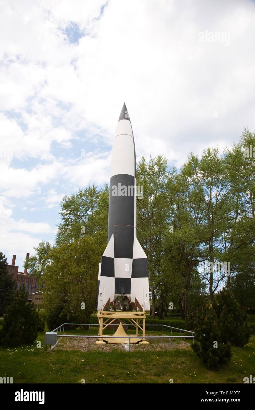 Eine Nachbildung der Rakete V2 von Wernher von Braun, jetzt angezeigt im Peenemynde Museum in Deutschland gebaut Stockfoto