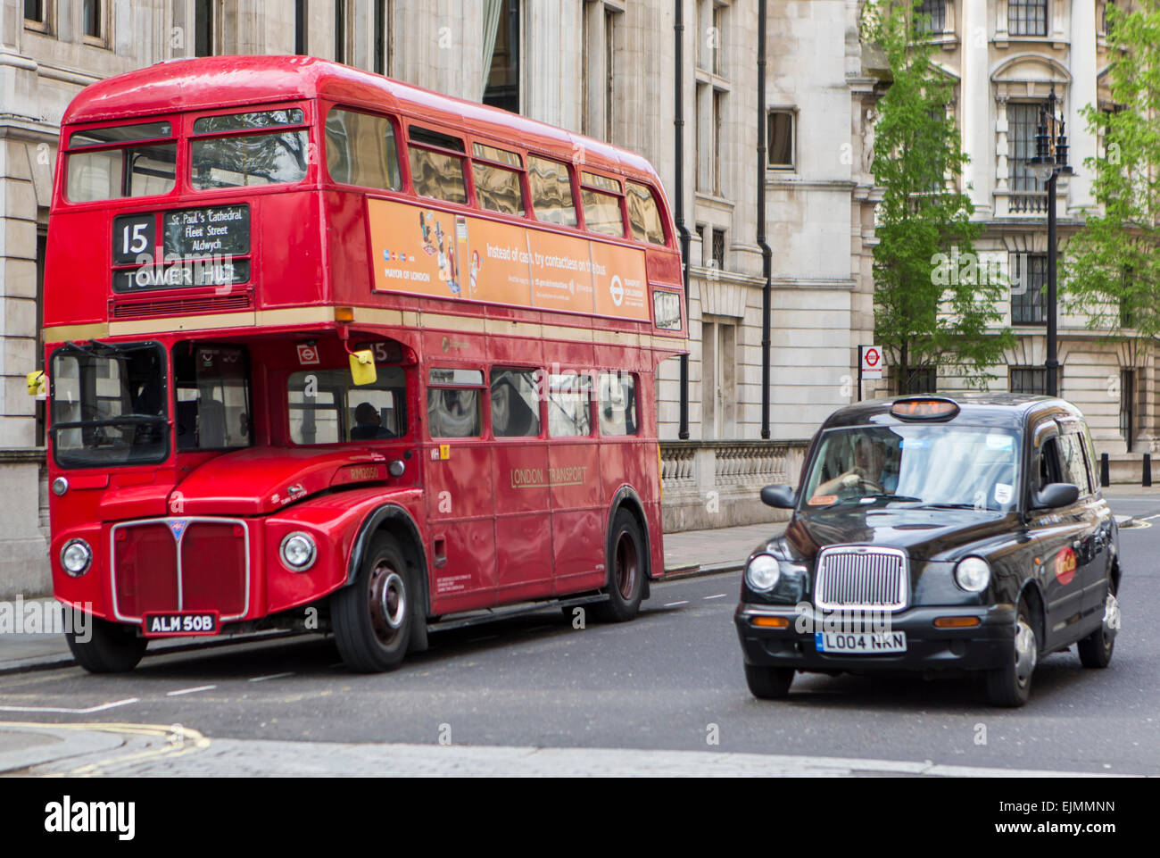 roten doppeldecker bus und taxi in london london. Black Bedroom Furniture Sets. Home Design Ideas