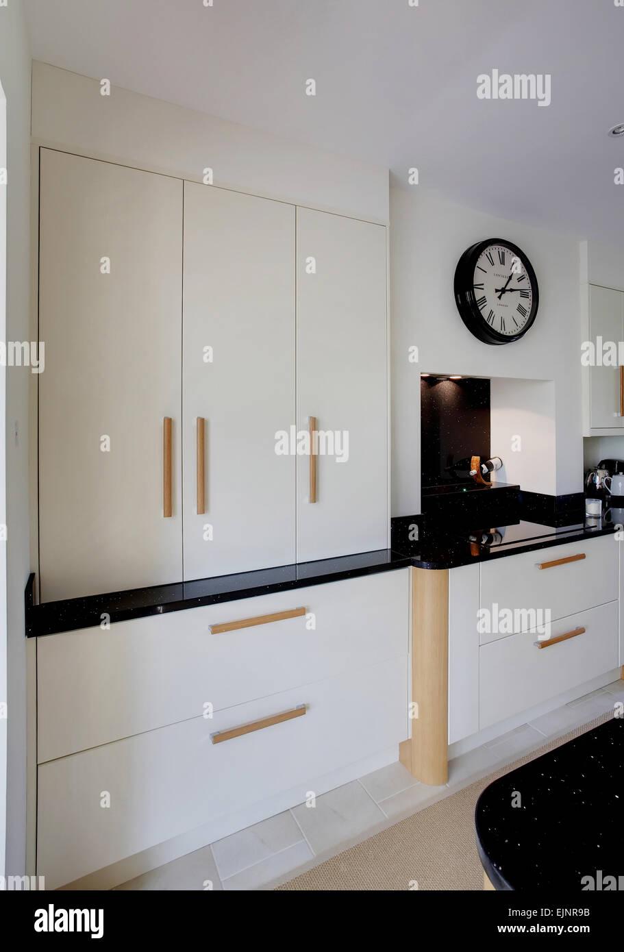 Cream Kitchen Units Stockfotos & Cream Kitchen Units Bilder - Alamy