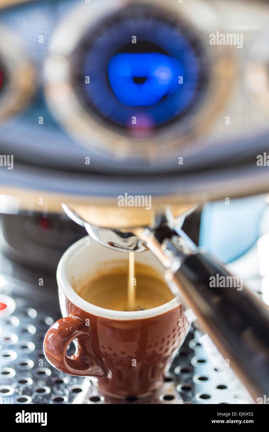 Kapsel Kaffeemaschine für die Zubereitung von Kaffee, Espresso, Kaffee-Kapseln, Stockbild