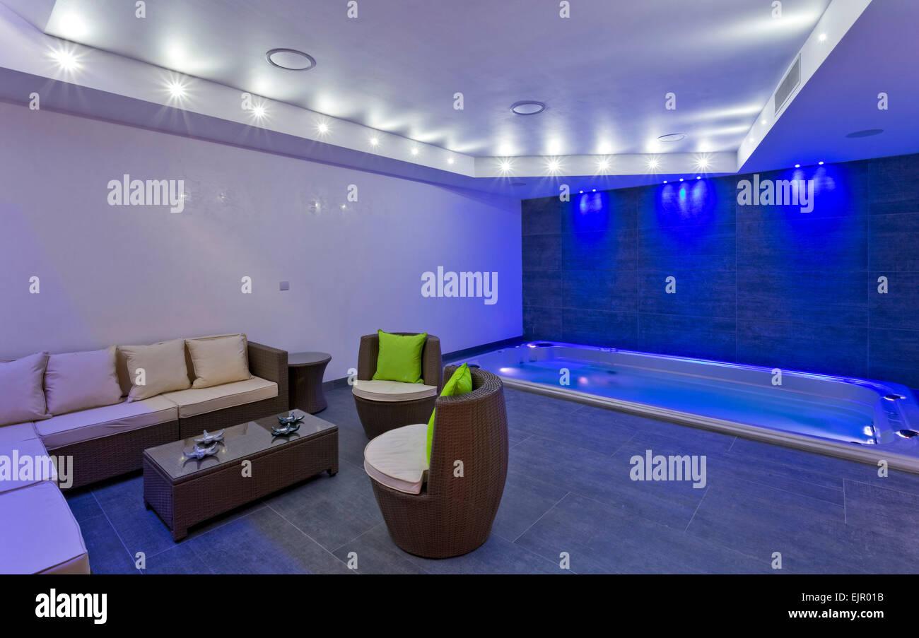 Zimmer Mit Indoor Pool Und Spa Mit Funktion Beleuchtung Mews Haus