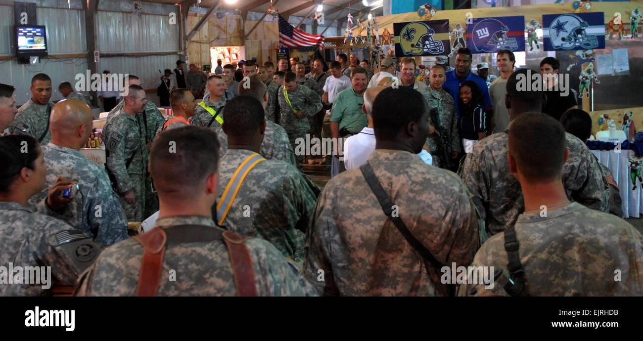 2. Strker Kavallerie Regiment Soldaten drängten sich um als Dallas ...