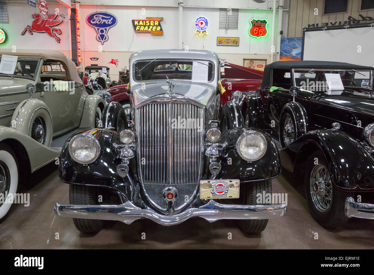 Chesterfield Twp., Michigan - ein 1934 Pierce-Arrow Silver Arrow auf dem Display an Stahl Automotive-Stiftung. Stockbild