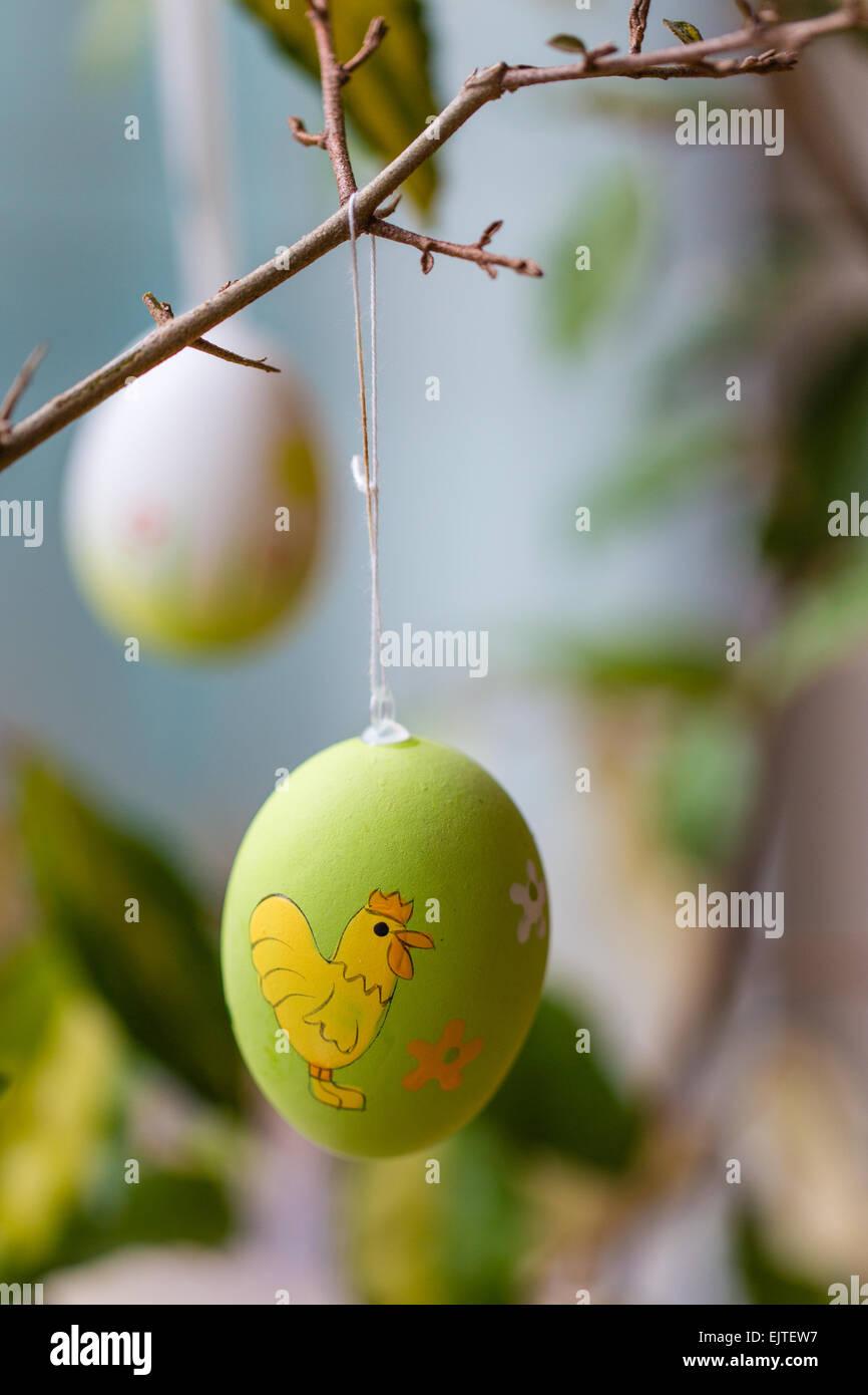 Ostereier, Zweige hängen Stockbild
