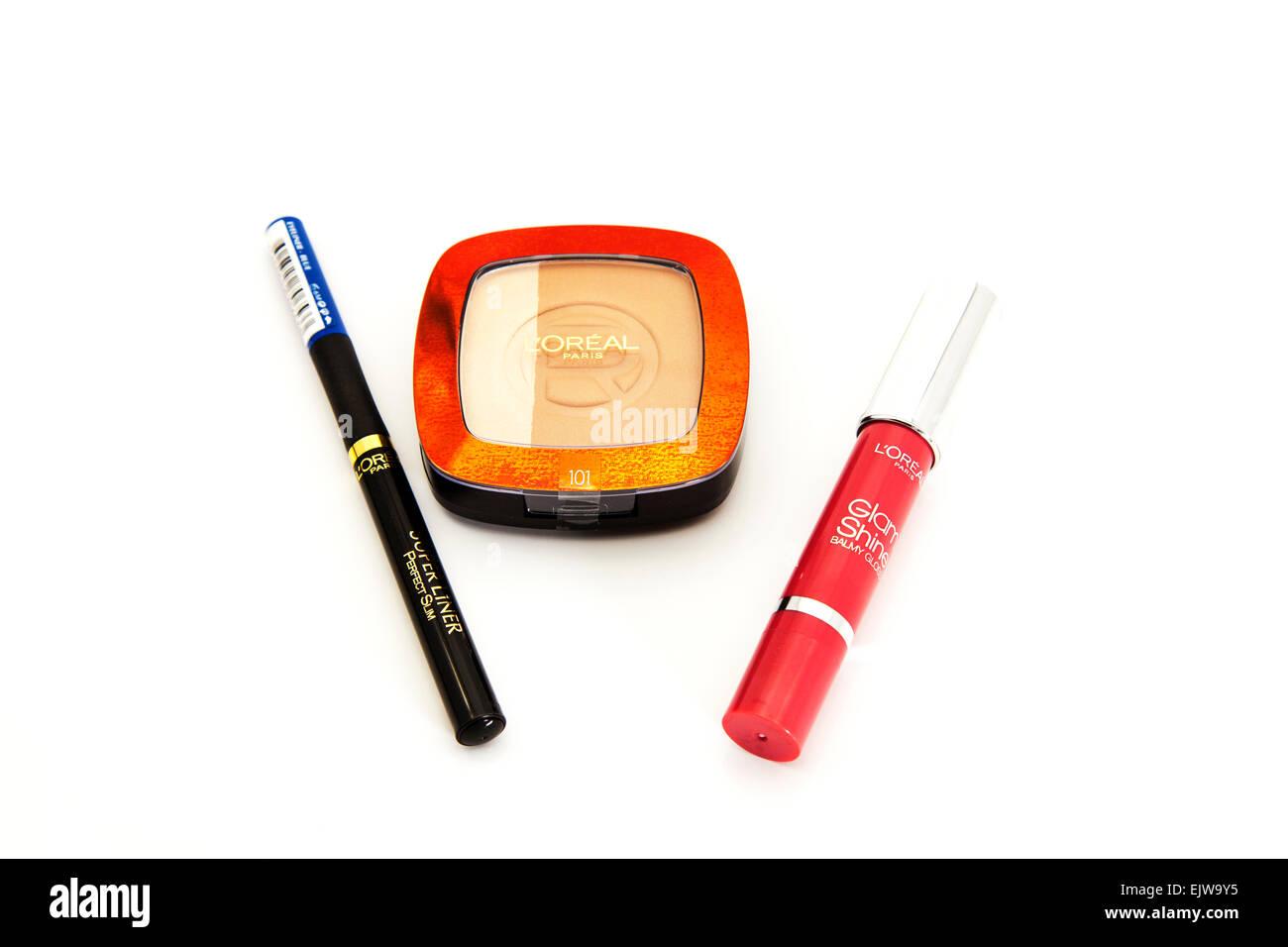 Loreal Paris Kosmetik Lipgloss Eyeliner Bronzer Puder Wimperntusche Produkte isoliert Ausschnitt ausschneiden auf Stockbild