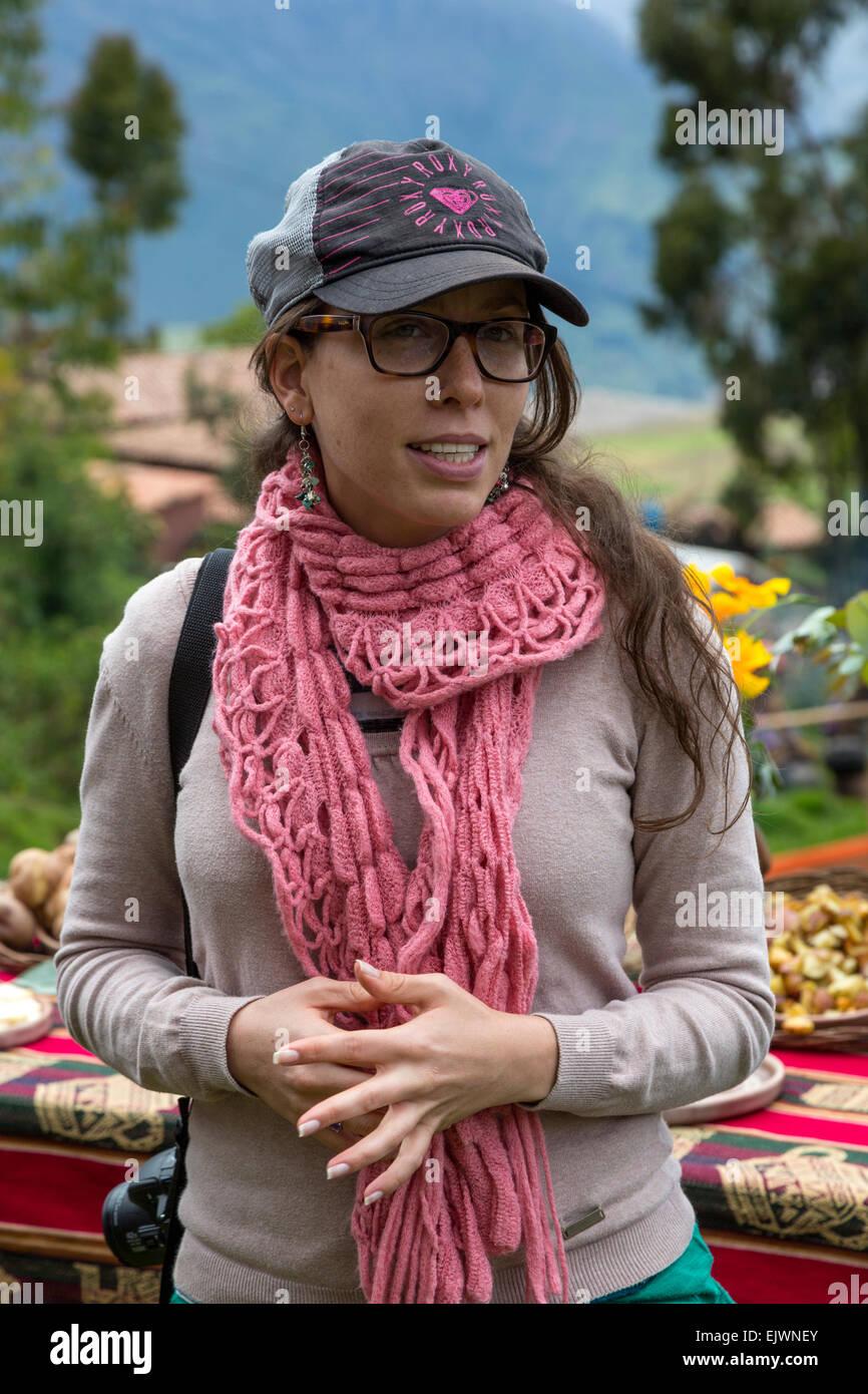 Peru, Urubamba-Tal, Quechua Dorf von Misminay.  Junge peruanische Frau deutscher Abstammung. Stockbild