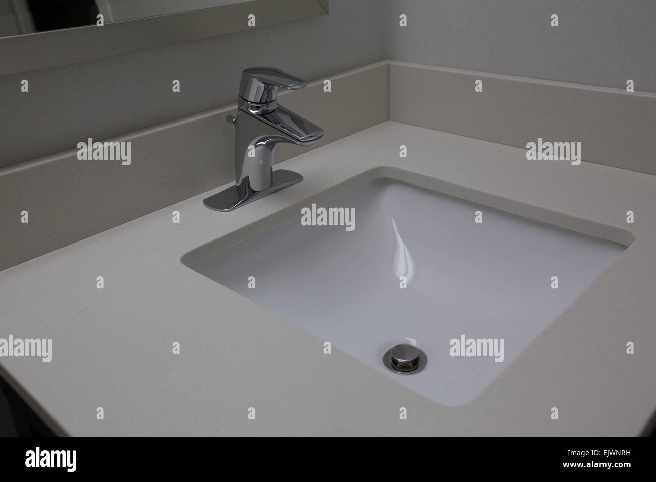 waschraum wei en waschbecken wasserhahn stockfoto bild 80471205 alamy. Black Bedroom Furniture Sets. Home Design Ideas