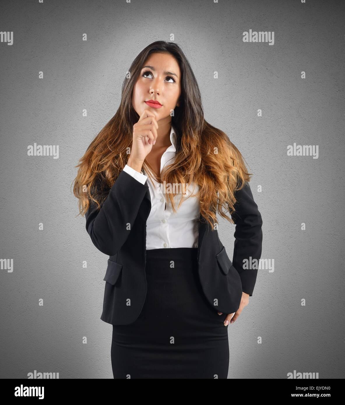Reflektierende und nachdenklich Geschäftsfrau Stockbild