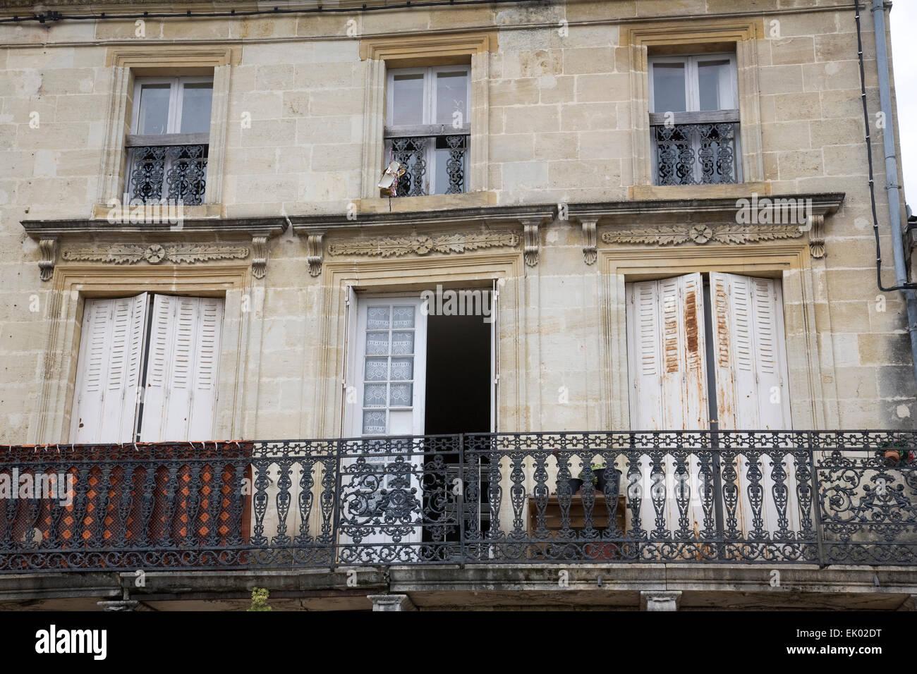 Reich Verzierte Schwarzes Eisen Balkon Auf Eine Franzosische Haus