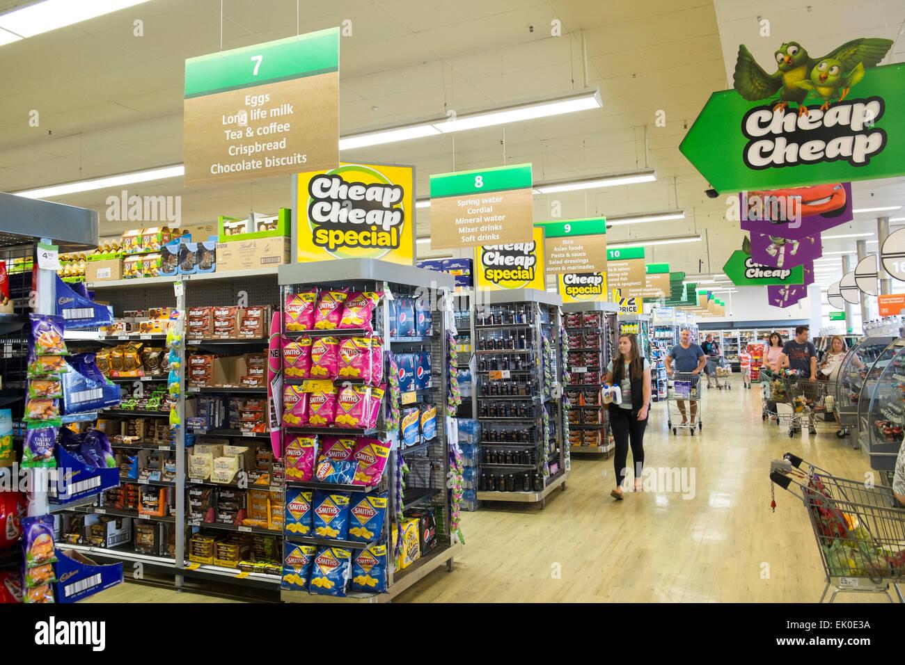 Australisch Familie Interieur : Australische woolworth supermarkt interieur in sydney australien