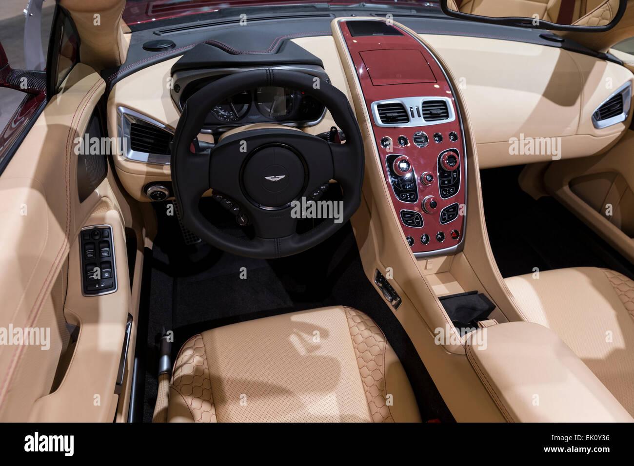 New York Ny 2 April 2015 Innenraum Des Aston Martin Vanquish Sportwagen Auf Dem Display An Der New York International Auto Show Im Javits Center Stockfotografie Alamy