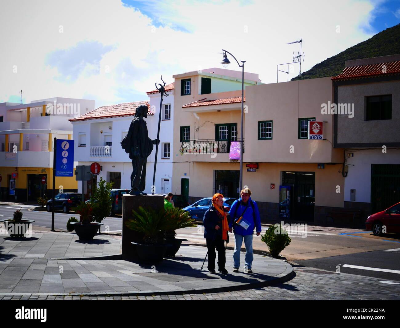 Touristen in Santiago del Teide Teneriffa Insel Kanaren Spanien Stockbild