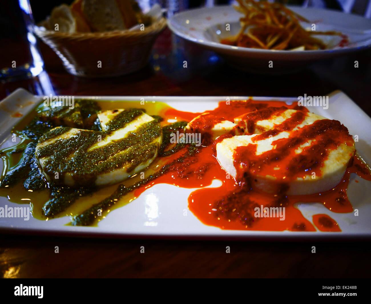 Ziegenkäse mit Mojo-Sauce Teneriffa Insel Kanaren Spanien Stockbild