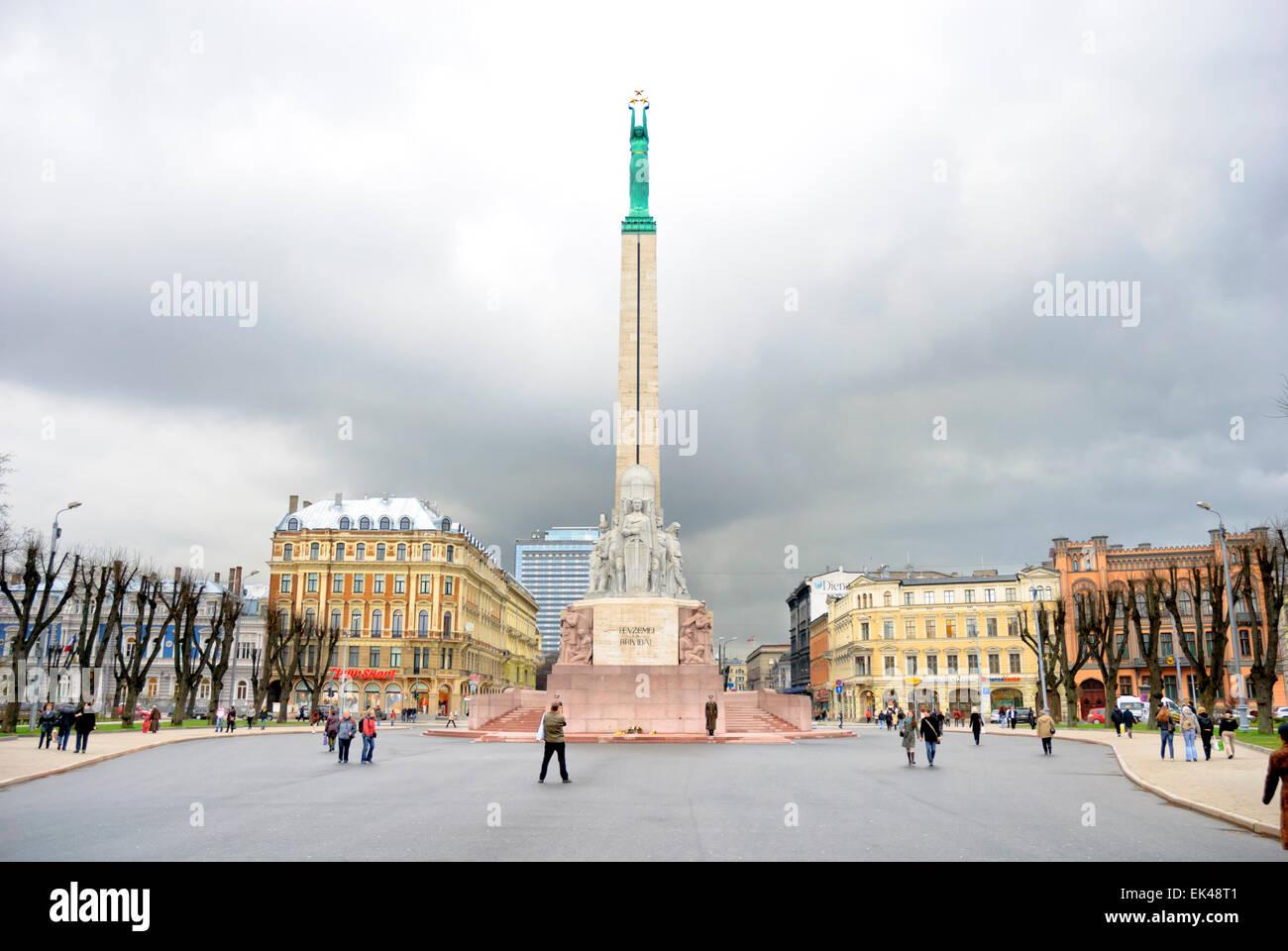 Wolken über Unabhängigkeit? Das Freiheitsdenkmal im Zentrum von Riga, Lettland. Baltischen Staaten; Plaza, Stockbild
