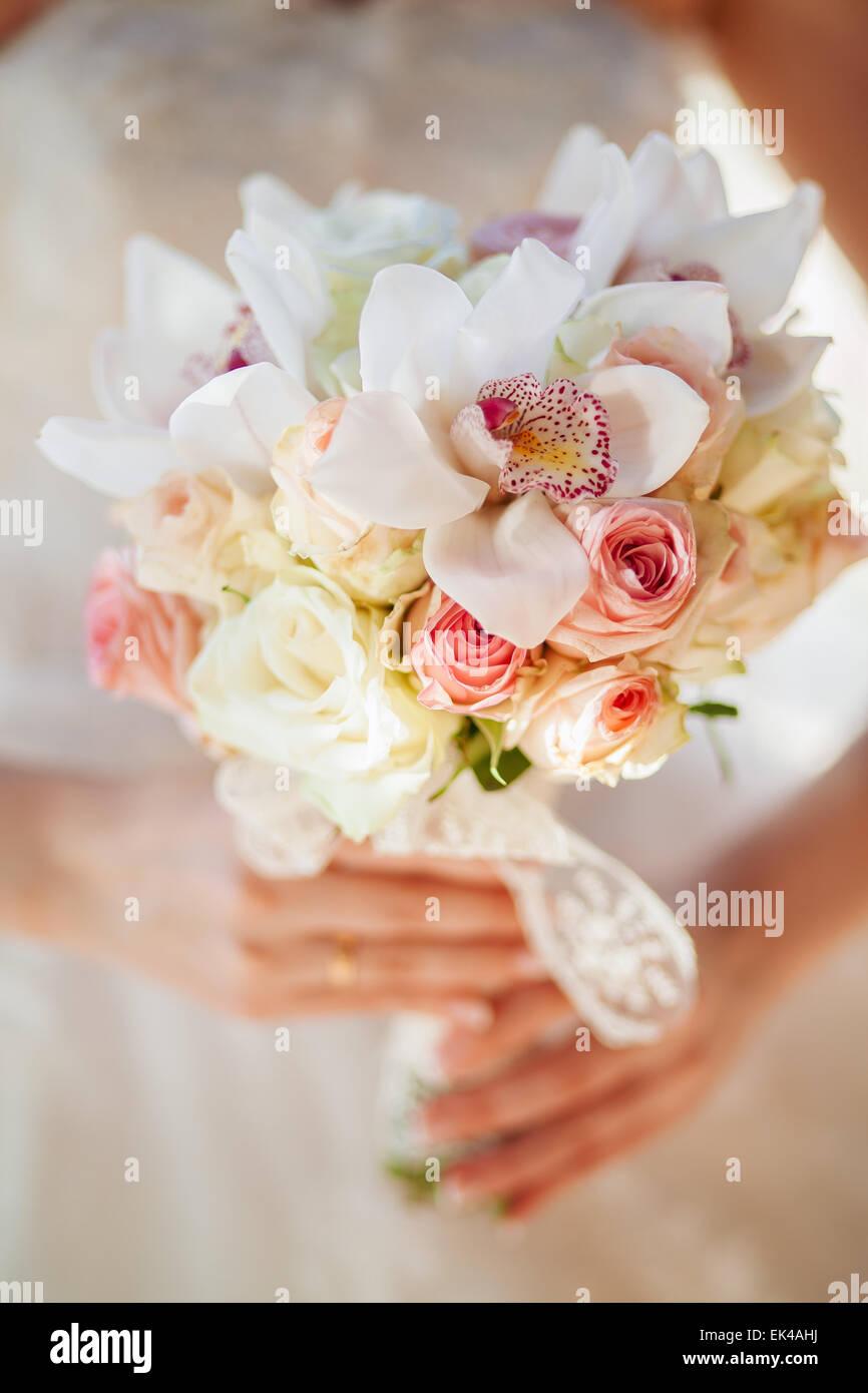 Bildende Kunst Brautstrauss Mit Orchideen Stockfoto Bild 80616078
