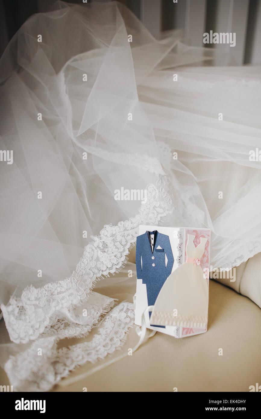 handgemachte Hochzeit Einladungskarte mit Brautschleier Hintergrund ...