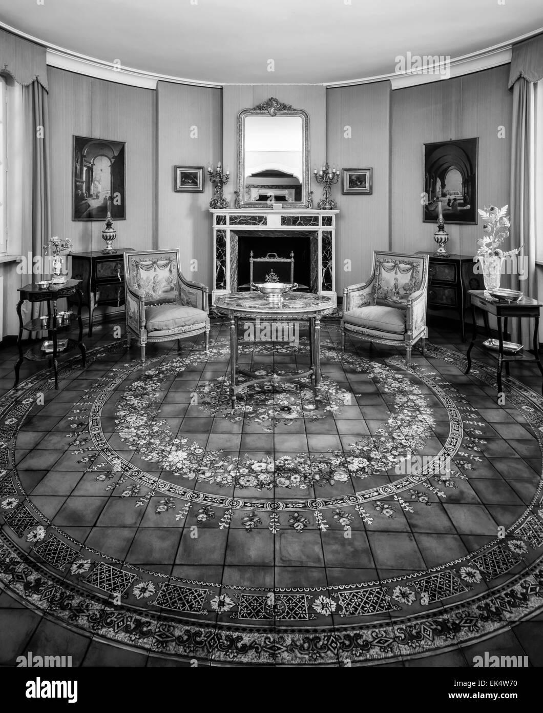 Italien, Rom, Alten Luxushaus, Kaminzimmer Mit Hand Gemalte Terrakotta Boden
