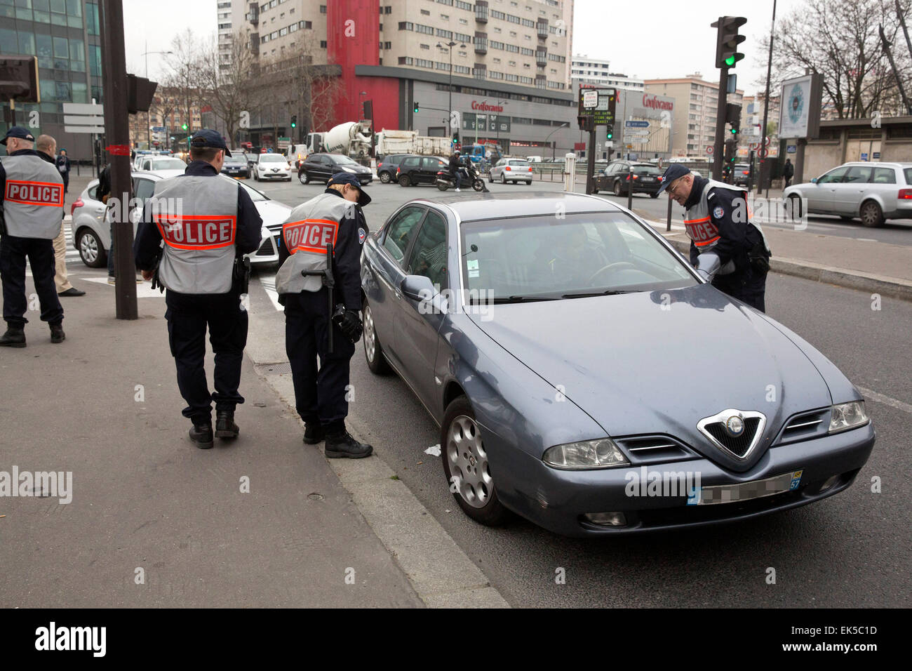 Paris, alternative Verkehr Polizeikontrolle, ungerade Platten der Registry nur autorisierte Stockbild