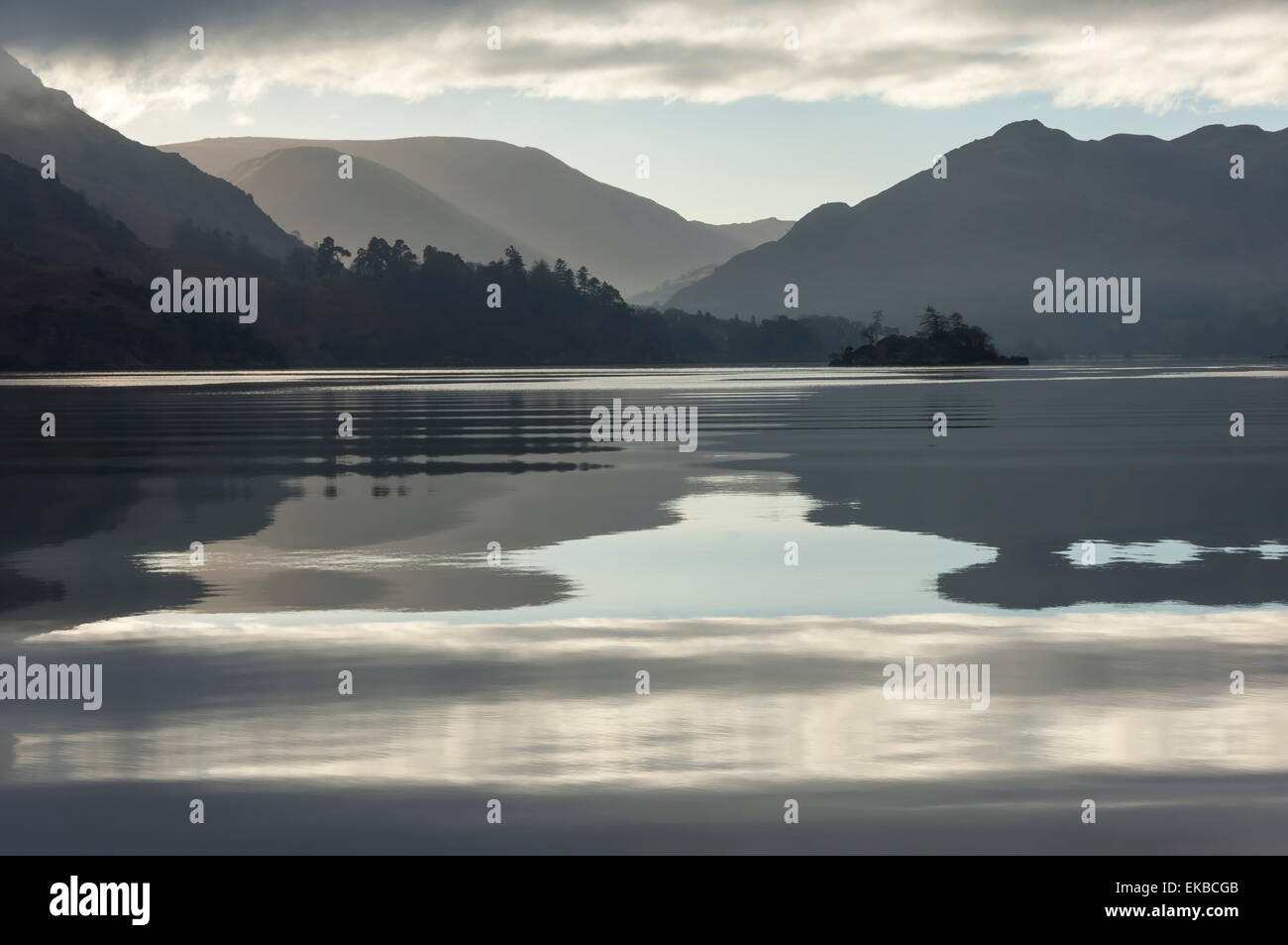 Ullswater, kleine Insel im November, Nationalpark Lake District, Cumbria, England, Vereinigtes Königreich, Stockbild