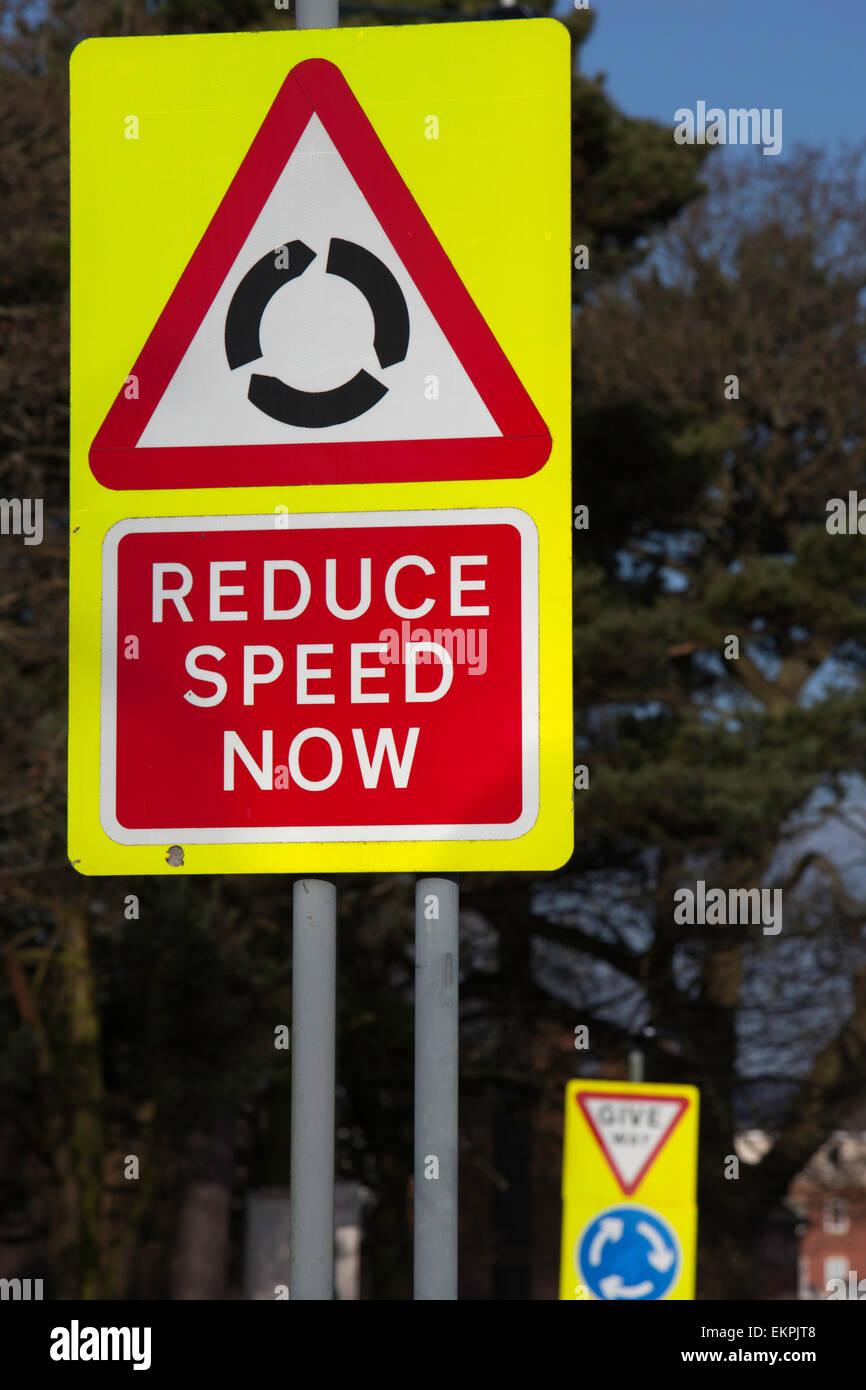 Straße Verkehr Schilder, England, UK Stockbild