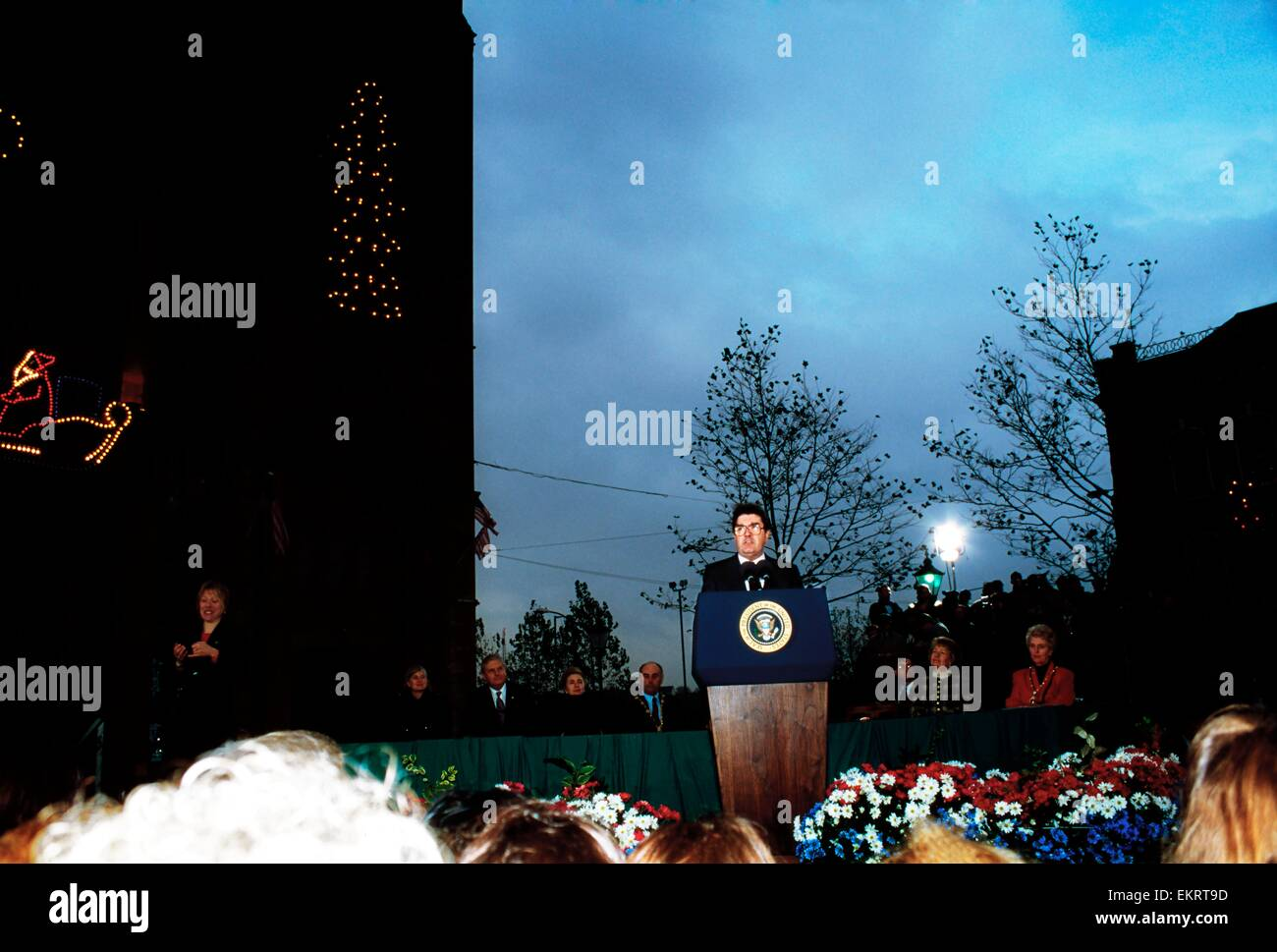 Guildhall, Derry, Co Derry, Irland; John Hume begrüßt Präsident Bill Clinton 1995 Stockbild