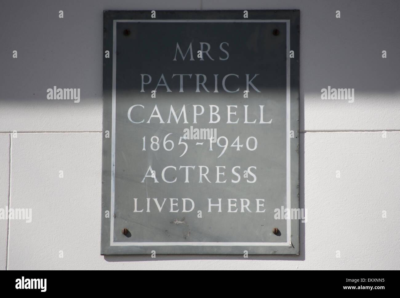 Plakette markiert ein Haus der Schauspielerin Frau Patrick Campbell oder Frau Pat, Kensington Square in London, Stockbild