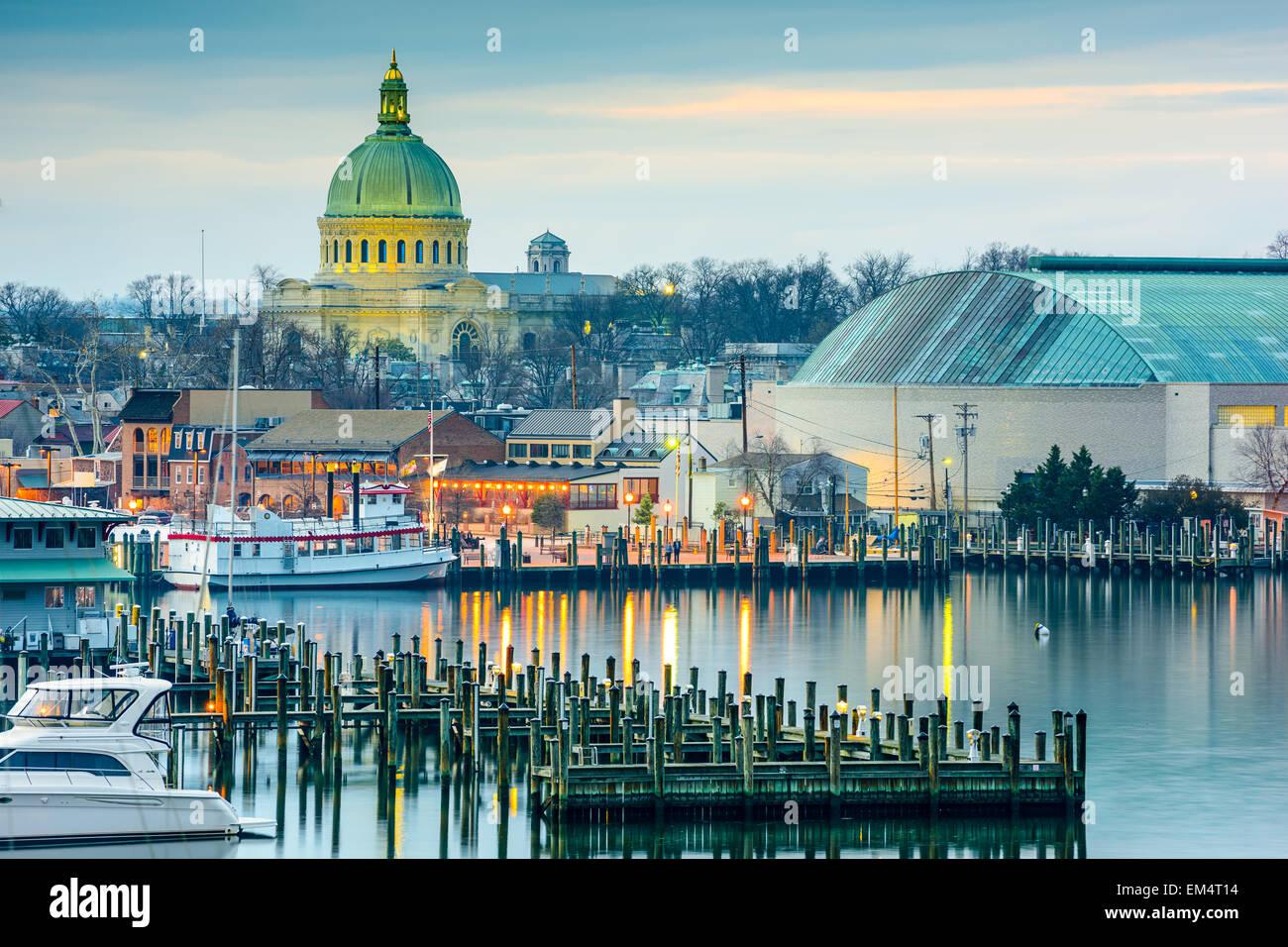 Annapolis, Maryland, USA Stadt Skyline an der Chesapeake Bay mit der United States Naval Academy Kapelle Kuppel. Stockbild