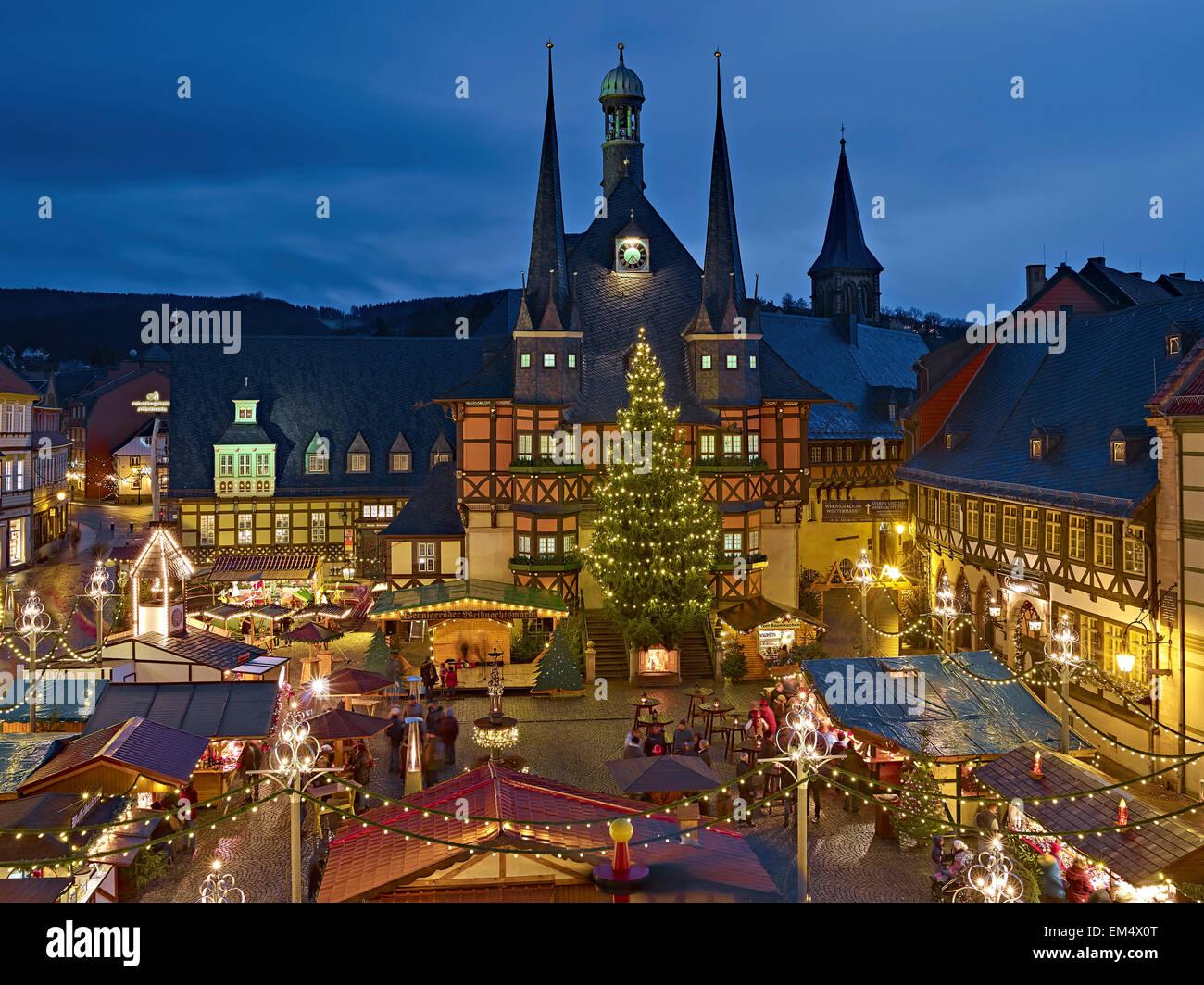 Wernigerode Weihnachtsmarkt.Rathaus Mit Weihnachtsmarkt In Wernigerode Deutschland Stockfoto